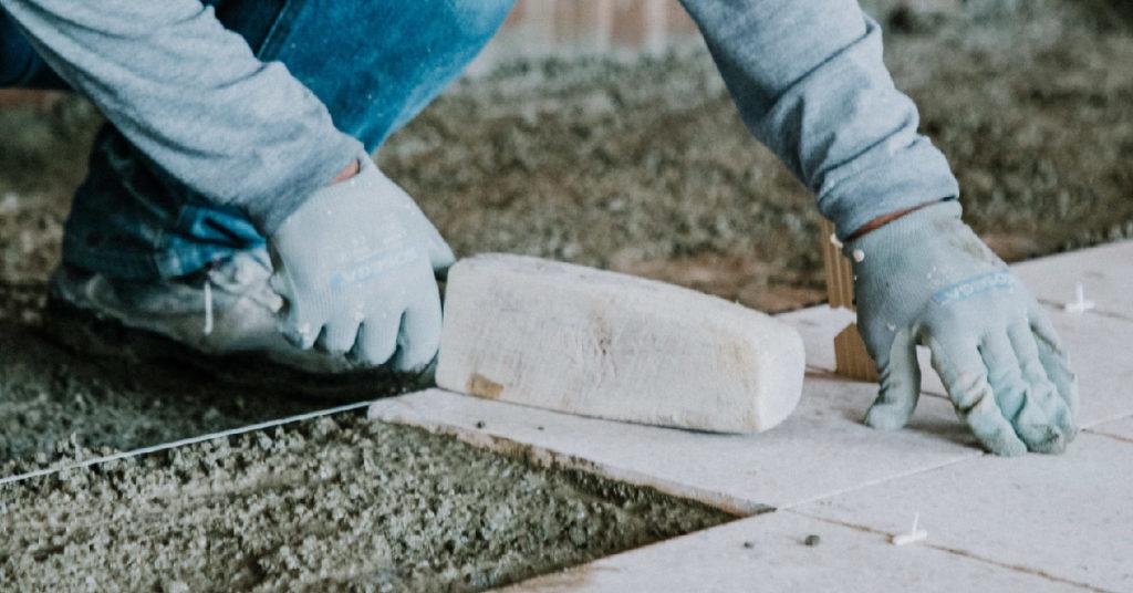 baldosas de grano terrazo uso interior sin pulir y brillar en obra